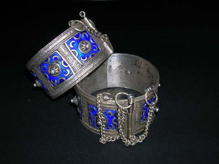http://stockybarka.free.fr/2bgal/img/h/mart/bracelet2.jpg